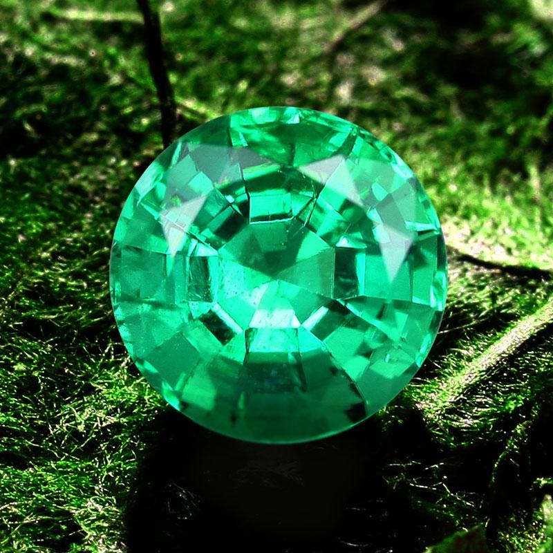 Russischer Smaragd im Rundschliff