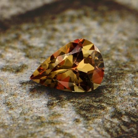 Tansania-Farbwechsel-Granat